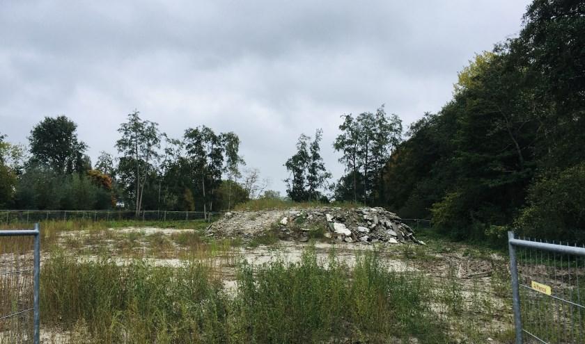 Op de plek van de gesloopte sporthal Beekdal aan de pastoor Verrijtlaan in Haaren worden CPO-woningen en sociale huurwoningen gebouwd.