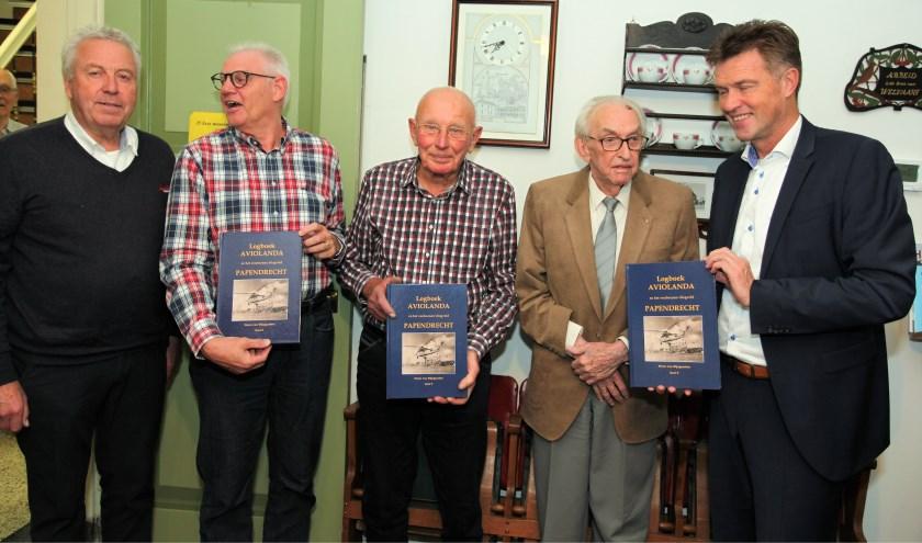 V.l.n.r.: Pieter van Wijngaarden, Jan van Hees, Frans v.d. Woude, Arie de Leur, Pieter Paans. (Foto: Privé)