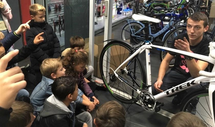 Bezoek aan fietsenwinkel Atlas Fietsen.