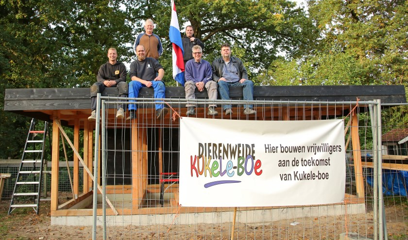 De bouwers van links naar rechtsJuriaan Korver, Sjors Borsboom, Kobes Lamboo, Jeroen van Overbeek, Arnold de Waal en Stephan Schouten. Foto: Alex de Kuijper