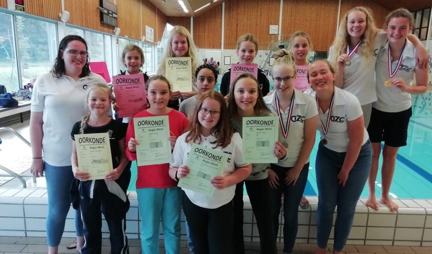 Synchroonzwemsters van AZC.