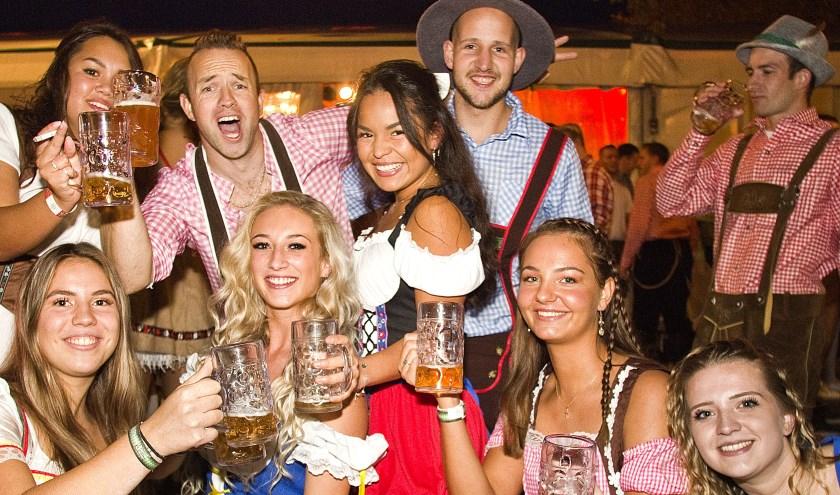 Een gezellig feestje. (Foto: Fotopersburo Busink)