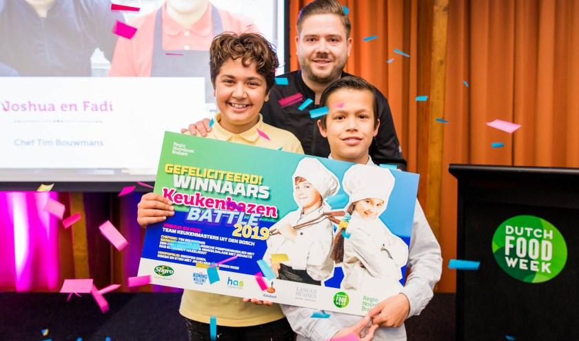 Op de foto Team Keukenmasters met Joshua en Fadi en chef Tim Bouwmans.Foto: Twycer © Regio Noordoost Brabant