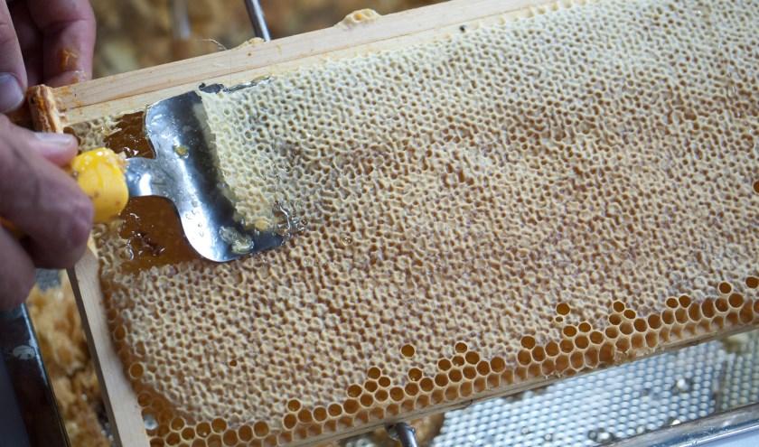 ontzegelen honingraat