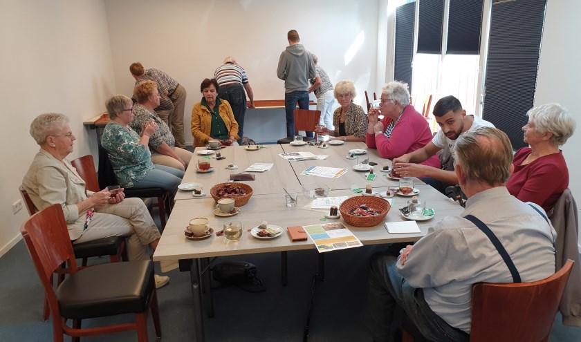 In het dorpssteunpunt de Hezebrink in Emst is in de even weken een koffie-inloop plaats. Vrijdag 20 september werd er gesjoeld.