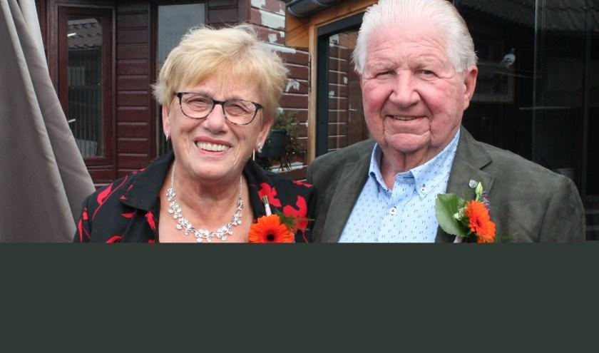 Maddy en Sjaak Boer, het diamanten paar, werken nog regelmatig mee in het 60-jarig familiebedrijf Bakker Boer. FOTO: Leon Janssens.