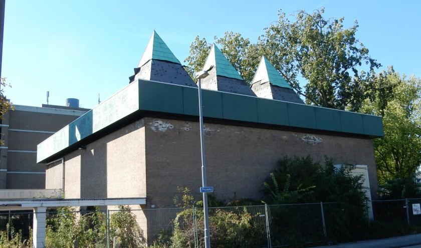 Kerkgebouw de Bron aan de Posweg in Hoogvliet wordt gesloopt en maakt plaats voor woningen. Tekst en foto: Joop van der Hor