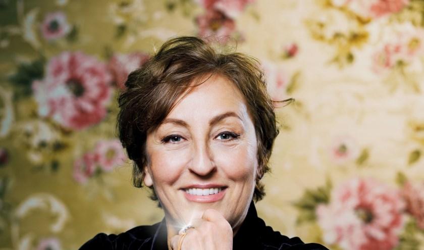 Karin Bruers staat zaterdag met haar nieuwe voorstelling 'Love is Wonderful' in de Voorste Venne in Drunen. Foto: Merlijn Doomernik