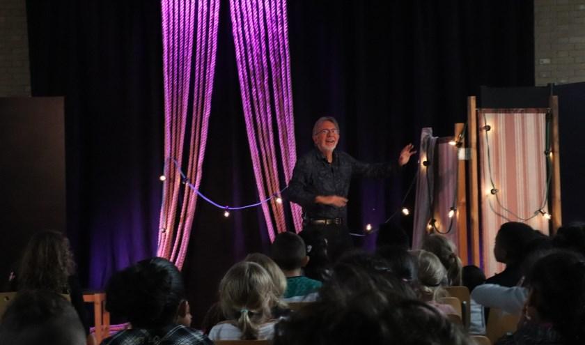 Jacques Vriens tijdens de voorstelling
