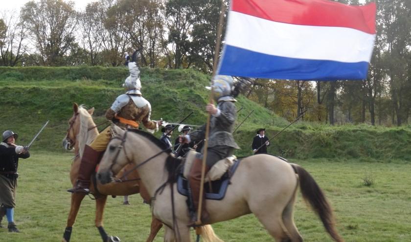 Wandeling van Stichting Bezichtiging Monumenten bij Fort de Roovere.