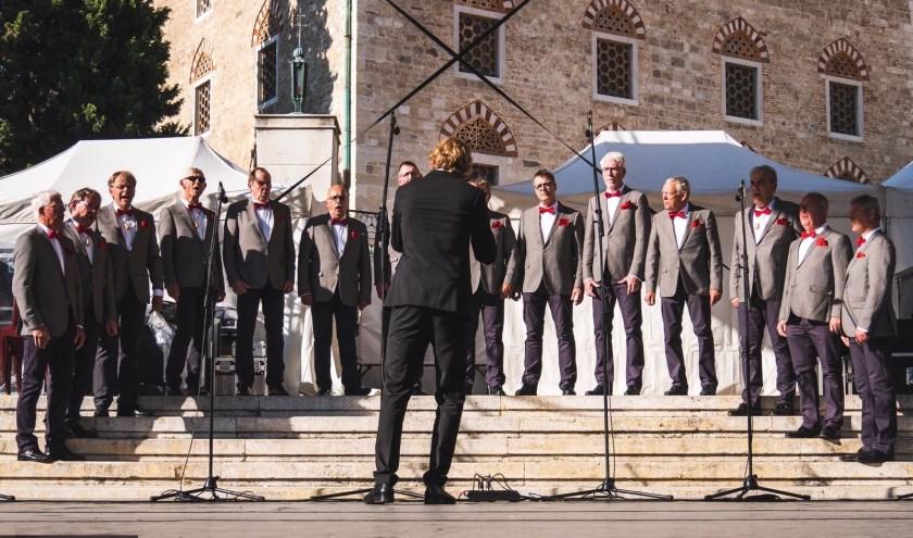 Op zondag 29 september zongen De Troubadours op het podium op het centrale plein voor meer dan 5000 toeschouwers.