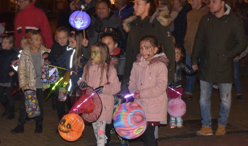 In het centrum van Wierden wordt het op vrijdag 1 november gezellig tijdens de sfeervolle lampionnenoptocht. (Foto: Van Gaalen Media)