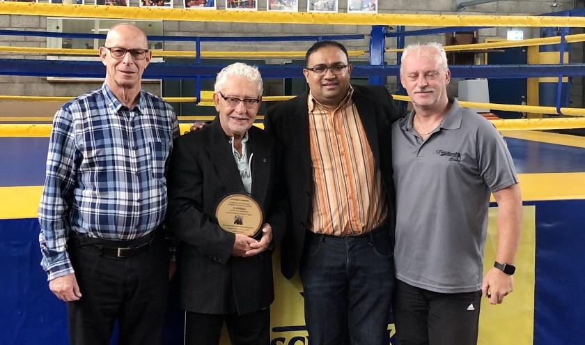 'Ome' Jan Schildkamp ontvangt vier leeuwenspeld.