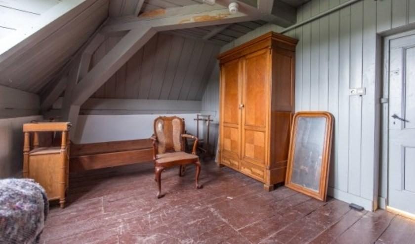 Het interieur van dit dienstvertrek, hier woonde een kamermeisje, wordt momenteel gereconstrueerd.
