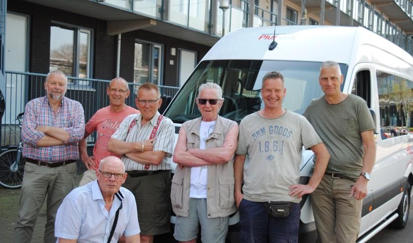 enkele enthousiaste vrijwilligers van de Plusbus