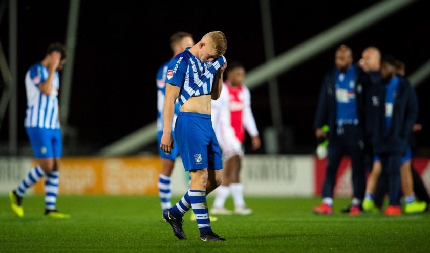 Op Sportpark de Toekomst verloren de Blauw-Witten met grote cijfers van een sterk Jong Ajax. (Foto: Johan Manders).