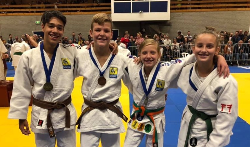 Vier van de prijswinnaars in Made.