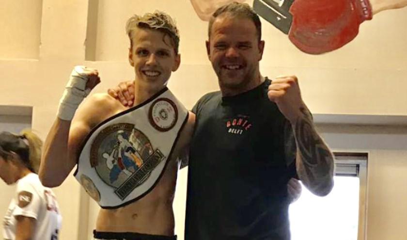 Luca (links) met zijn eerste met riem en zijn trainer Raymon Bonte (privé-foto).