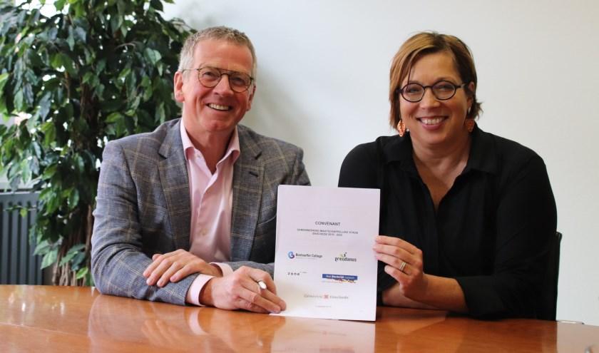 Jan van Schilt en Heidi Delleman zijn blij dat er ook de komende vier jaar maatschappelijke stages worden aangeboden in Enschede.