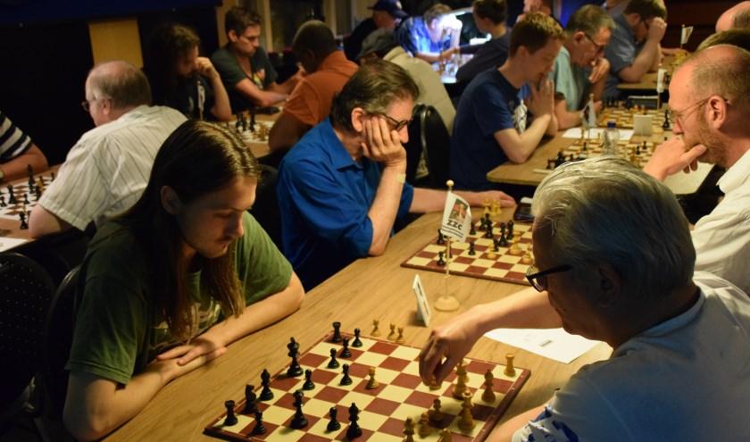 Volle bak in Nieuwaal bij het Open Snelschaaktoernooi georganiseerd door schaakvereniging Zaltbommel Zuilichem Combinatie.