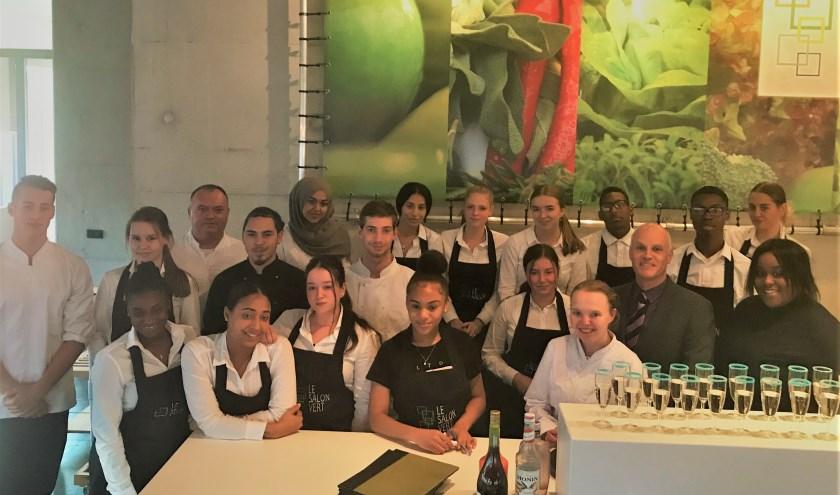 De combiklas kookt en bedient in restaurant Le Salon Vert; je wordt in de watten gelegd alsof het een sterrenrestaurant betreft
