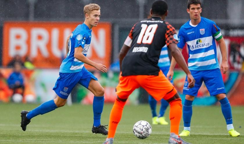 Dean Huiberts mocht zondag tegen PSV nog een paar minuten in actie komen. Ploeggenoot Pelle Clement en PSV'er Pablo Rosario kijken toe.