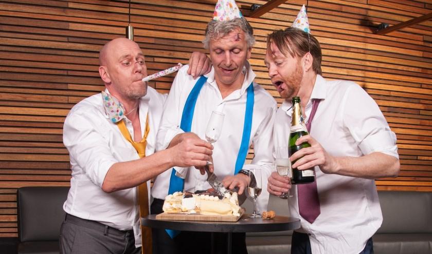 Speciaal voor het 25-jarig jubileum komt Niet Schieten! terug in de oorspronkelijke formatie. Maarten, Arend én Erik brengen met liefde een avond vol lust en leed uit al hun shows. (foto: Ron de Gruyl)