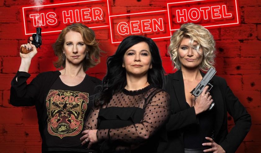 Dianne Liesker, Ellen Dikker en Hanneke Drenth duiken in de voorstelling 'Tis Hier Geen Hotel' in de wereld van de lastige pubers. Foto: Govert de Roos