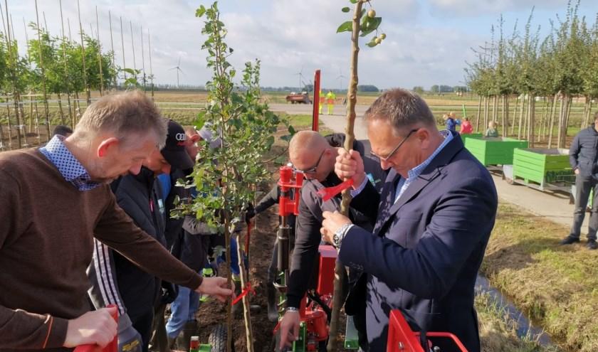 Machinaal bomen planten één van de demonstraties tijdens de open dag.