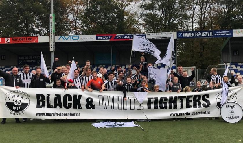 Vreugde bij spelers en supporters. Foto: Wim Bake