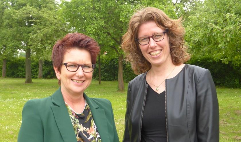 Carin Schoenmakers, uitvaartonderneemster (links) en Mirjam Verschure, uitvaartspreekster.
