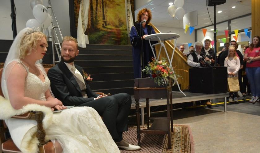 Huwelijk in het Ontmoetingshuis. (Foto's: Pieter Vane)