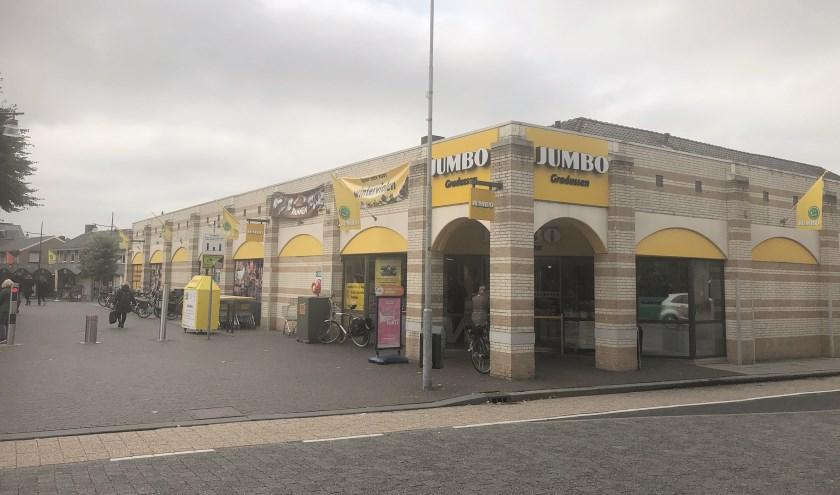 Het pand van de familie Hooyman waar nu de Jumbo-supermarkt is gevestigd.