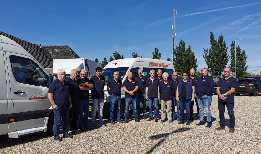Vrijwilligers en chauffeurs van Plusbus Zevenaar zijn onlangs in het nieuw gestoken. (foto: PR)