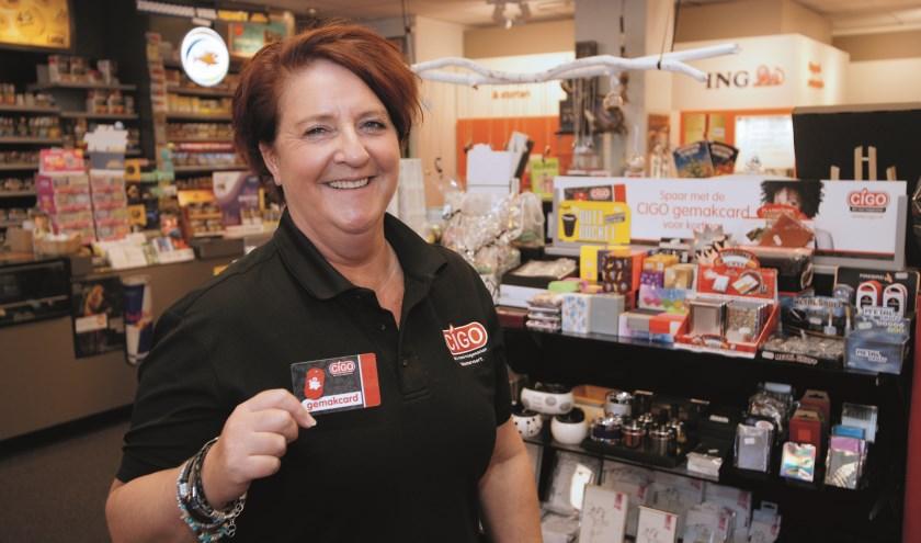 Angela Aversteeg van Cigo Westervoort prijst de Gemakcard aan.