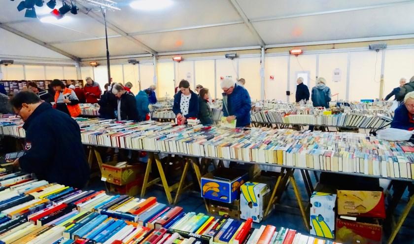 De Vincentiusvereniging presenteert op vrijdag 25, zaterdag 26 en zondag 27 een tweedehands boekenbeurs op het terrein van de voormalige abdij Mariënkroon in Nieuwkuijk.