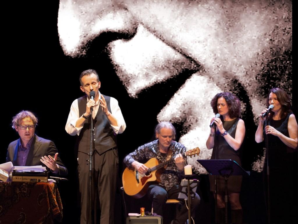 Ernest Beuving brengt op vrijdag 18 oktober in Nieuwe Nobelaer in So Long Cohen een eerbetoon aan Leonard Cohen. FOTO: TJEERD POSTMA Foto: Tjeerd Postma © DPG Media