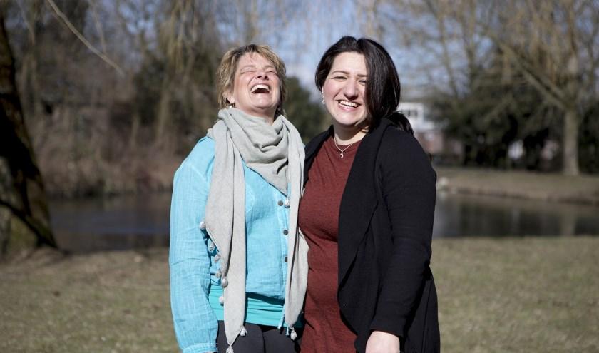 Home-Start vrijwilligster Rasha Khodan met deelneemster Sylvia de Keizer.