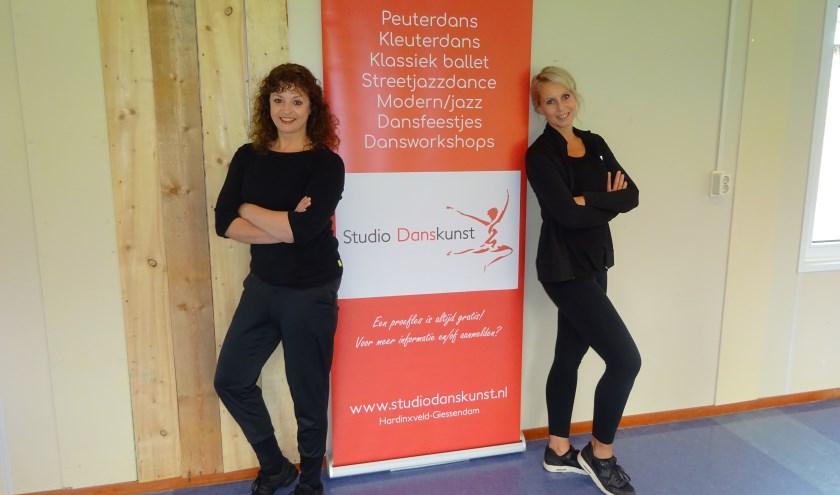 Dorinda Deelen (rechts) en Cécile van Triest runnen samen Studio Danskunst aan de Sliet 2 in Hardinxveld-Giessendam. (Foto: Eline Lohman)
