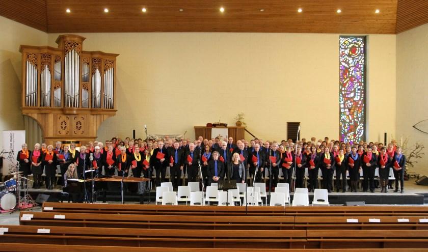 Het Inspire2Live Choir verleent medewerking aan de zangdienst (Foto: PR)