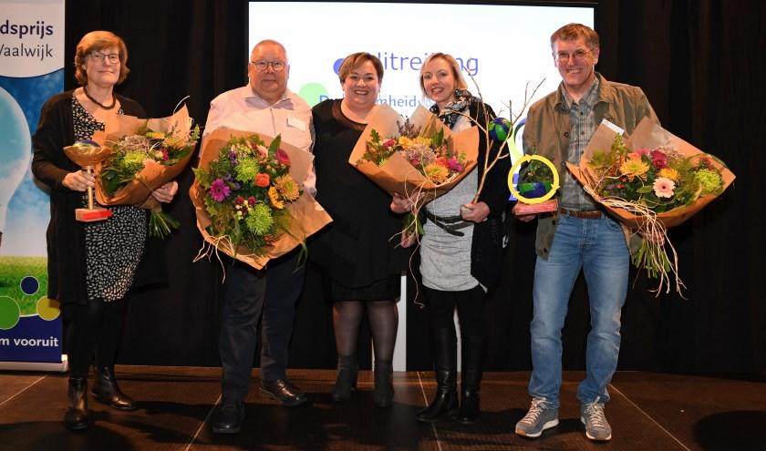 Wethouder Dilek Odabasi temidden van de winnaars van de 'Duurzaamheidsprijs Waalwijk 2019'. Foto: Jan Stads/Pix4Profs