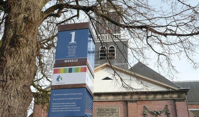 De eerste jaarpaal van het Wereldtijd is in oktober 2009 in Holten geplaatst. (Foto: Stichting Wereldtijdpad)