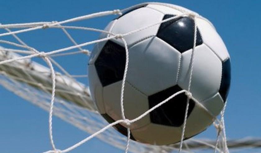 Opnieuw was het voetbal van een redelijk niveau en opnieuw ontbrak het vooral voorin aan slagkracht. (Foto: Privé)