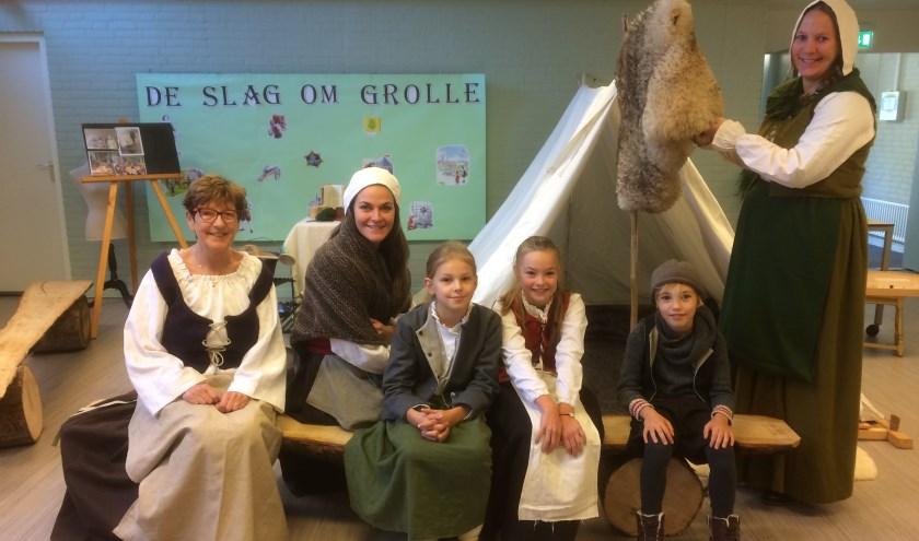 Bijschrift: Bij de Watermolenschool zijn ze al druk bezig om zich in te leven voor de Slag om Grolle.