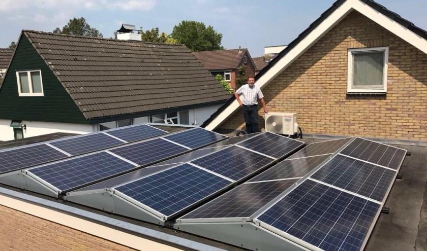 Tonnie Kroeze, de eigenaar van  de woning aan de Akeleistraat 15 in Wierden en bestuurslid van Stichting Duurzame Energie Wierden-Enter.