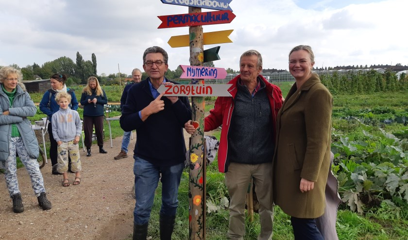 v.l.n.r: Wouter Korteweg, wethouder Cathelijne Bouwkamp en Tom de Koning