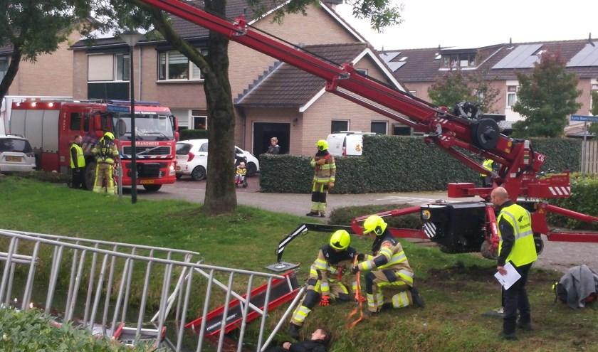 Een omgevallen steiger, een onbekend aantal slachtoffers, een brandend dorpshuis: zes brandweerploegen schieten om de beurt te hulp onder toeziend oog van een kritische jury en nieuwsgierig publiek.