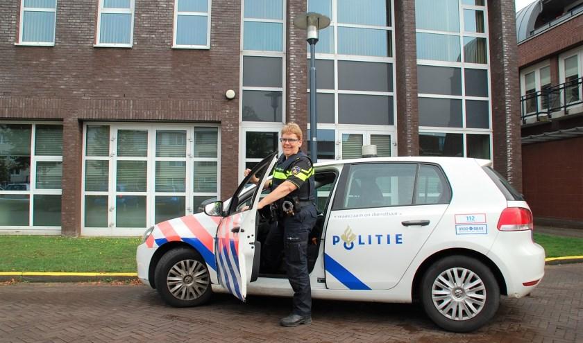 Ine Kox is de nieuwe wijkagent voor De Beerzen en Spoordonk. De eerste ervaringen met de dorpen zijn positief.