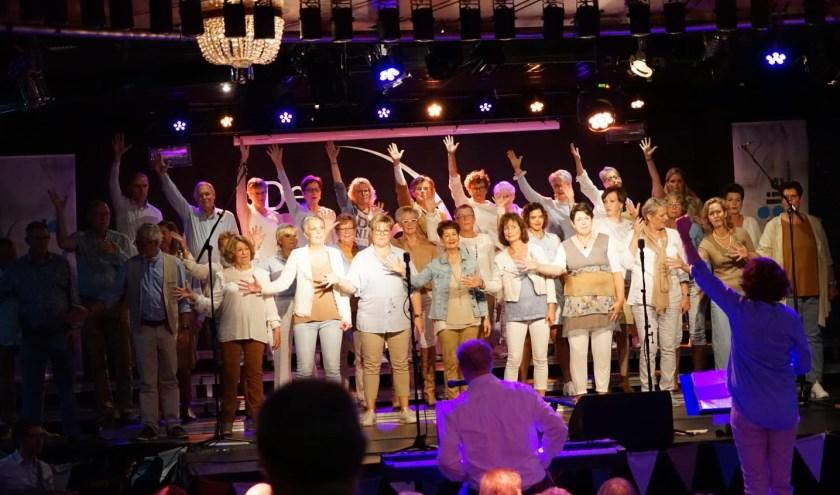 Spetterend jubileumconcert Zanggroep Très Jolie in De Ster in Nieuwkuijk.