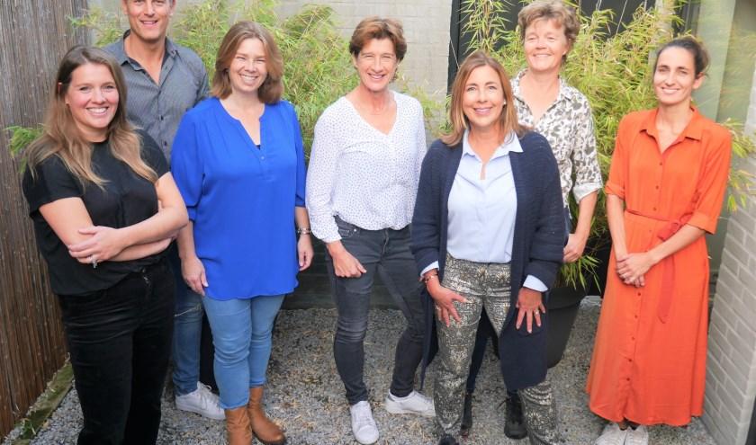 Het volledige team: Nicole van Oirschot. Koen Verhoeven, Lianne Koster, Marieke Meeuwis, Marielle Caron, Vivi Lafeber, Nele Buyssens.